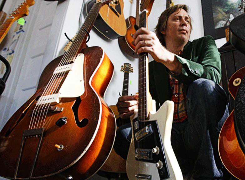 Reuben Cos makes custom rubber-bridge guitars.