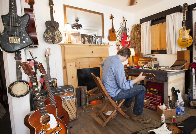 Reuben Cox and his Old Style Guitar Shop in Silver Lake