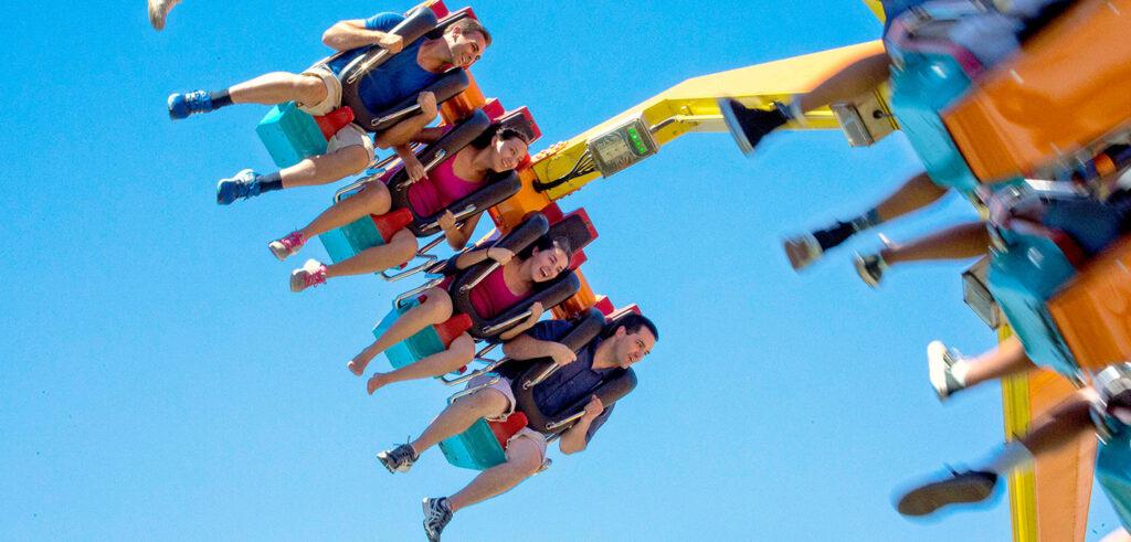 La Revolución swings riders an astounding 64 feet in the air